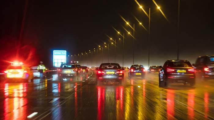 4 Ways To Stay Safe While Driving in the Dark