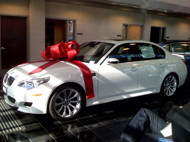 4 Different Ways to Celebrate a Child's Birthday With Gift Car